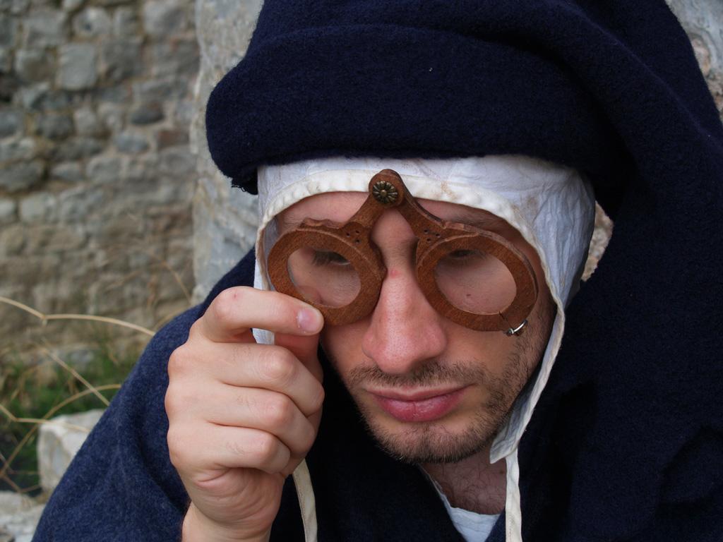 Il medioevo e gli occhiali